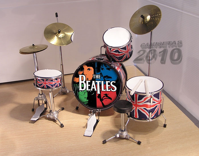 MINI BATERIA MINIATURA REPLICA DEL GRUPO THE BEATLES 06