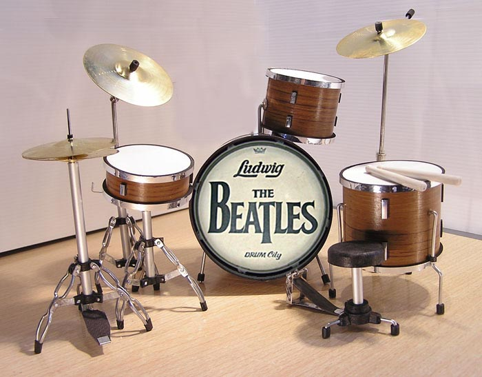 MINI BATERIA MINIATURA REPLICA DEL GRUPO THE BEATLES 12
