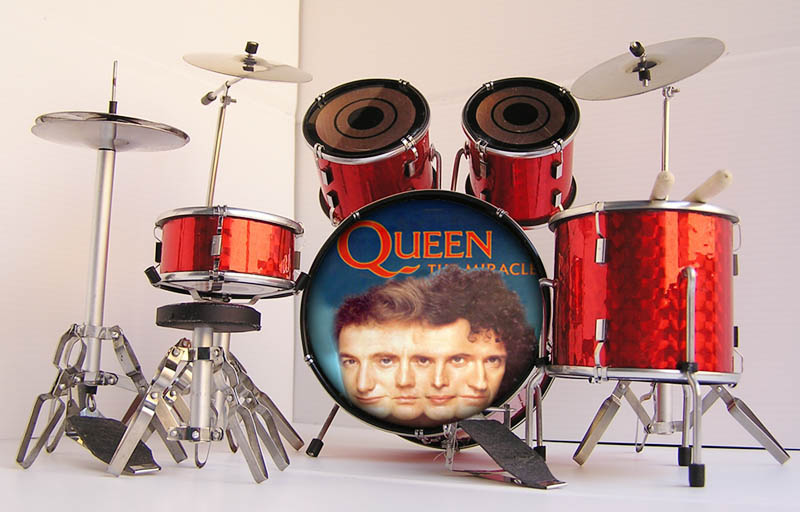 MINI BATERIA MINIATURA REPLICA DEL GRUPO ROCK QUEEN 02
